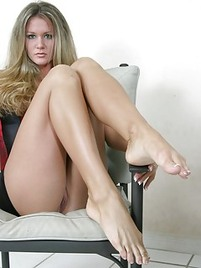 milf legs porn Sexy MILF Willow satisfies her sex hungry customer.